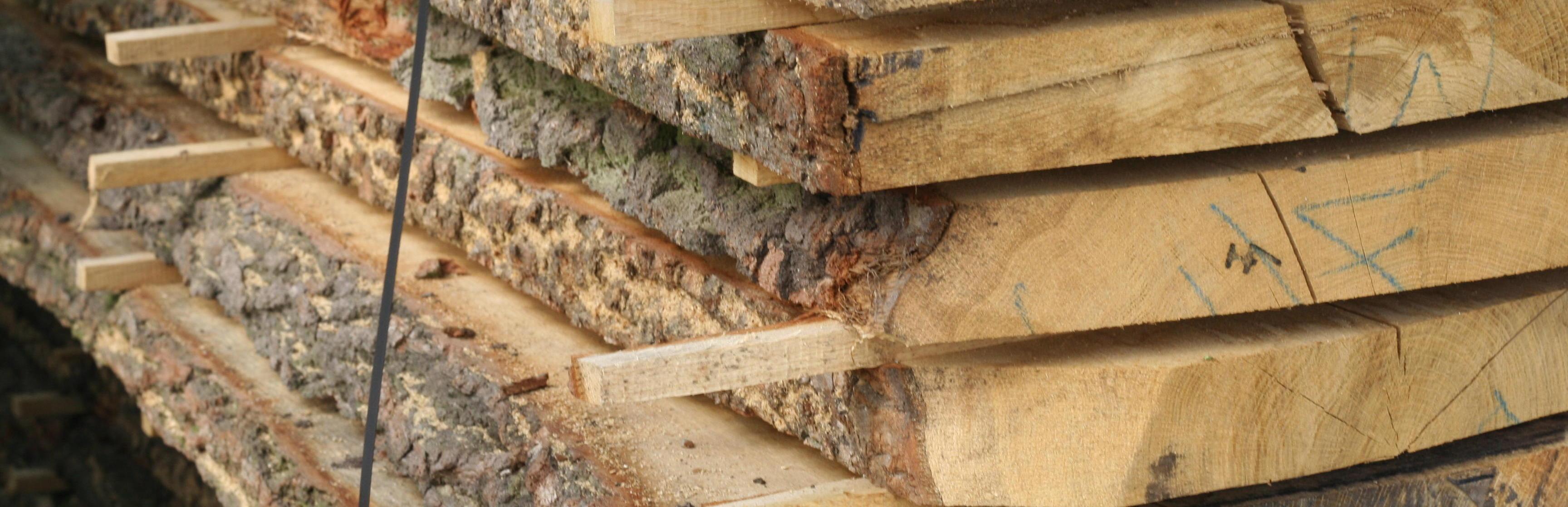 Industriele bedden, gemaakt van metaal en Eikenhout.